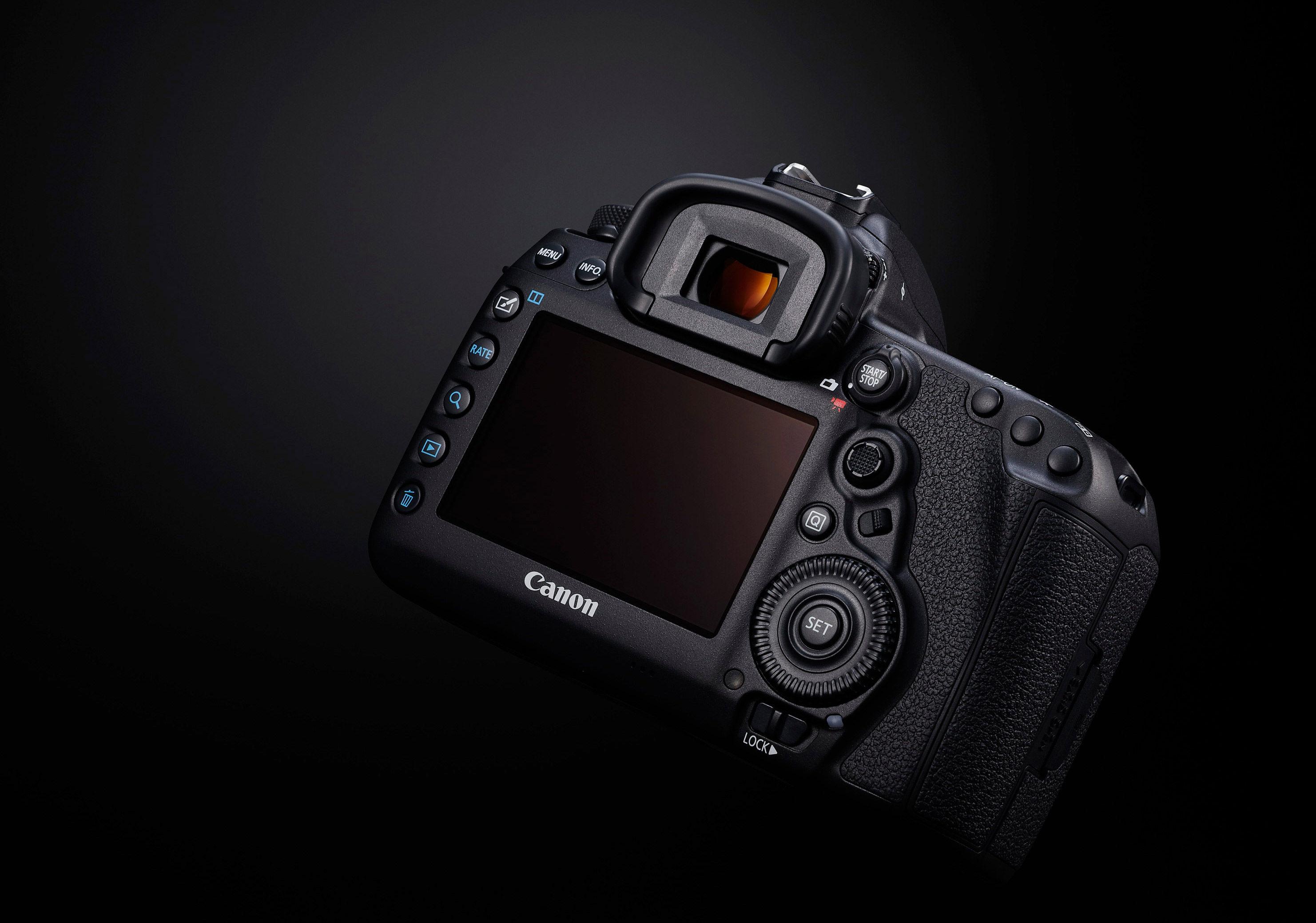 Canon Eos 5d Mark Iv Dslr Body With 470ex Ai Flash